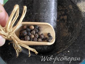 Перец для маринада в ступке
