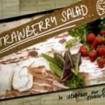 Салат с сыром и клубникой