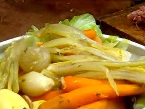 Как подать окорок с овощами