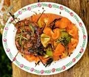 салат с копчеными колбасками