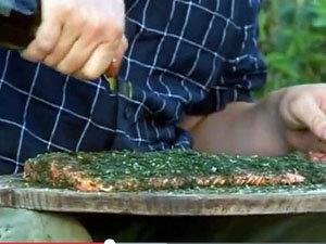 Заправленная семга, политая оливковым маслом