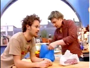 Джейми готовит закуску на гриле