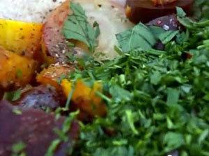 Заправить салат из свеклы