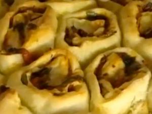 Хлебынй рулет с начинкой готов