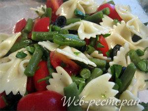 Заправить салат с макаронами