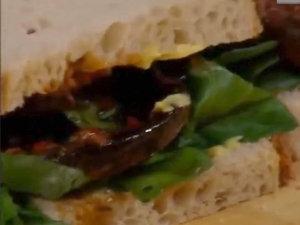 Готовый сэндвич с грибами