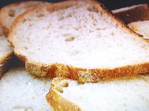 Суп накрыть необжаренным хлебом