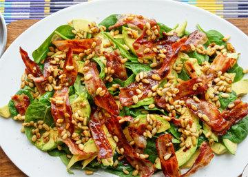 Салат с авокадо рецепт с орешками и панчеттой