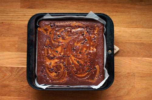 Брауни шоколадный с карамелью