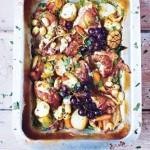 Курица тушенная с овощами и виноградом