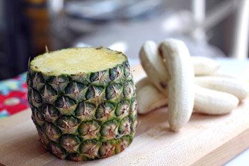 Бананы и ананас