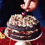 Рецепты к Новогоднему столу. Праздничный торт ЧЕРНЫЙ ЛЕС - как украсить торт