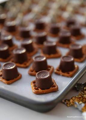 шоколад и карамель в стаканчиках