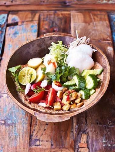 Рецепт овощного салата Gado Gado - с чипсами