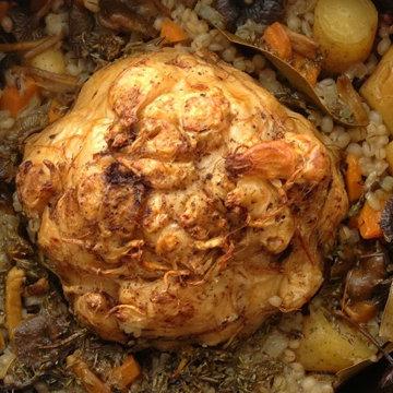 Корень сельдерея с грибным соусом и перловкой