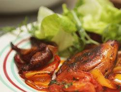 Подать готовую курицу с овощами, рисом