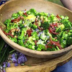 Салат подается как самостоятельное блюдо