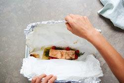 ryba-gotovitsya-na-paru-v-pakete-iz-folgi