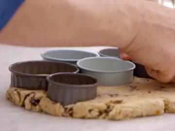 Вырезать булочки