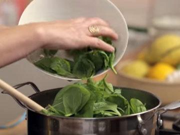 добавить шпинат