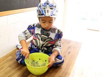 привлекать своих детей к готовке