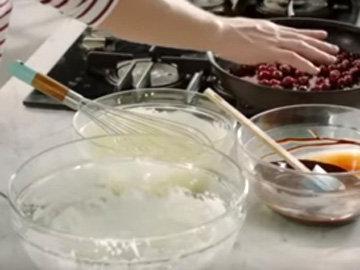 Мастер класс Джейми Оливера Шоколадный мусс с вишнями 2