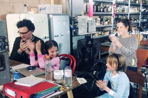 13. дети любят пробовать на себе роль помощника режиссера