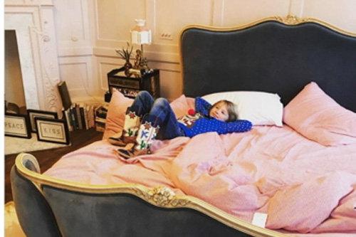 2. кровать