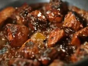 6. Жарить до блестящей и липкой консистенции соуса