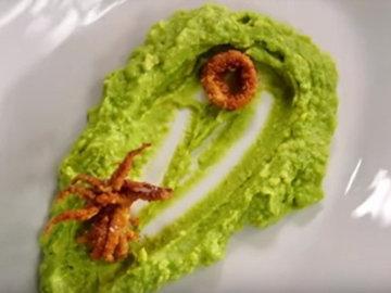 7. Подать кальмары с авокадо