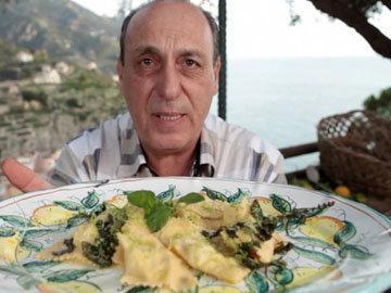 Женнаро готовит тортеллини