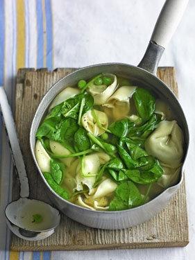Итальянский суп со шпинатом и тортеллини