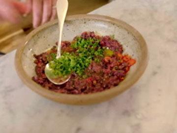 Приготовить пасту-соус из маслин 2