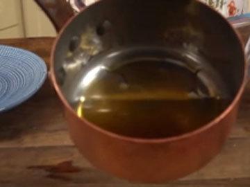 125 мл меда и 125 мл кокосового масла растопить