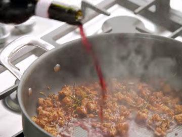 Влить вино в колбасу