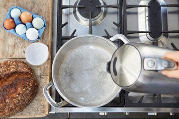 Мастер класс Джейми Оливера Как приготовить яйца пашот 1
