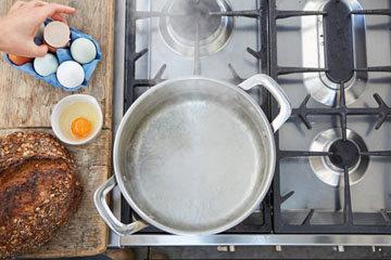 Мастер класс Джейми Оливера Как приготовить яйца пашот 3