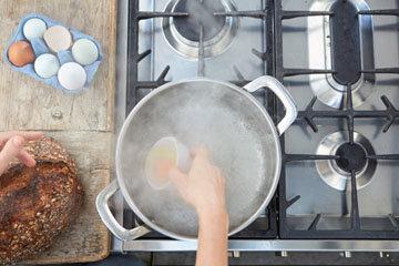 Мастер класс Джейми Оливера Как приготовить яйца пашот 4