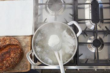Мастер класс Джейми Оливера Как приготовить яйца пашот 5