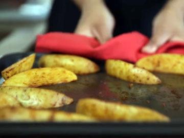 Запекать картофель