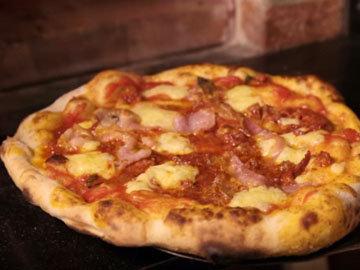Приготовление пиццы с чеддер и салями 10
