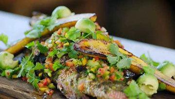 прекрасное блюдо из рыбы красный люциан