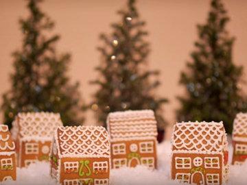 Джемма выпекает мини-пряничные домики
