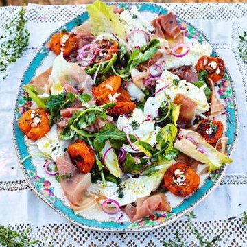 Фантастический салат с абрикосами