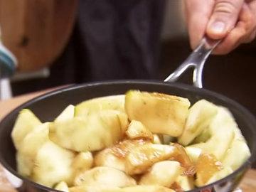 испечь пай с яблоками 4
