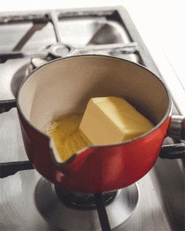 Растопить 100 г несоленого масла