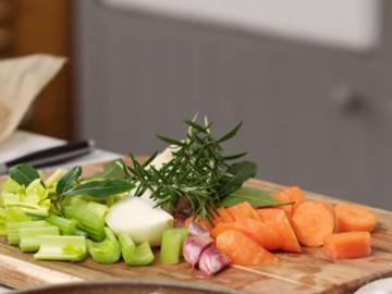 4. Овощи крупно нарезать