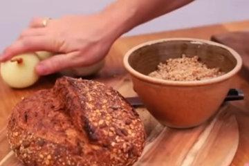 6. 3 главных ингредиента лук, хлеб, травы - и свиной фарш