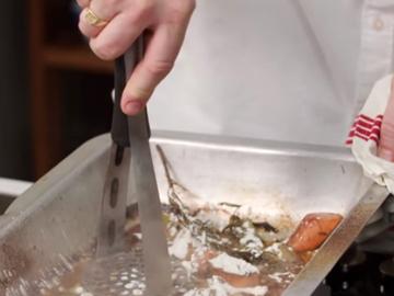8. Посыпать овощи 1 ст.л. муки