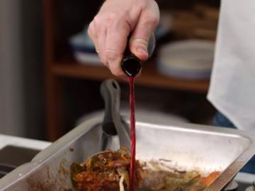 9. Влить 12 стакана красного вина